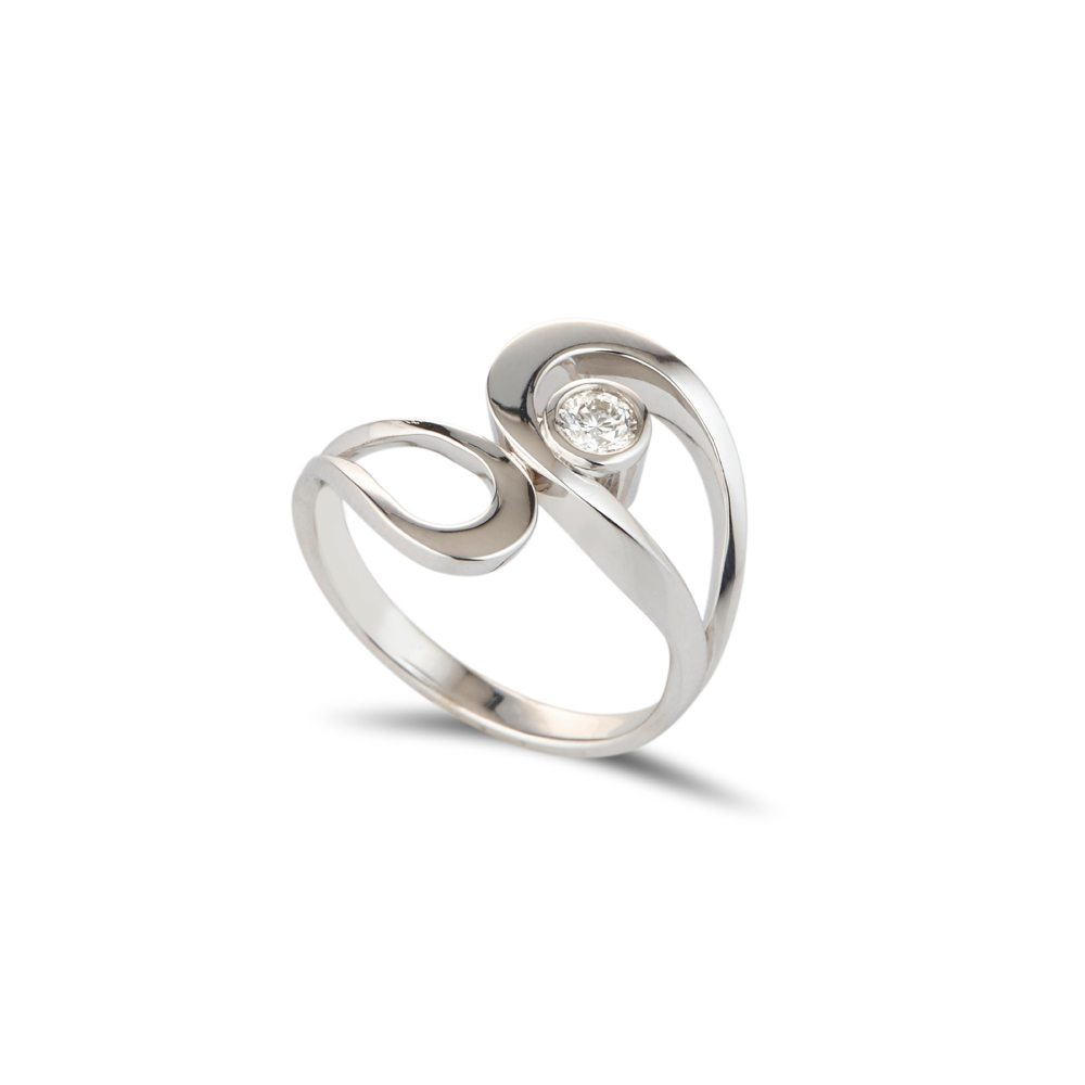 White gold and single diamond fine tuohi ring