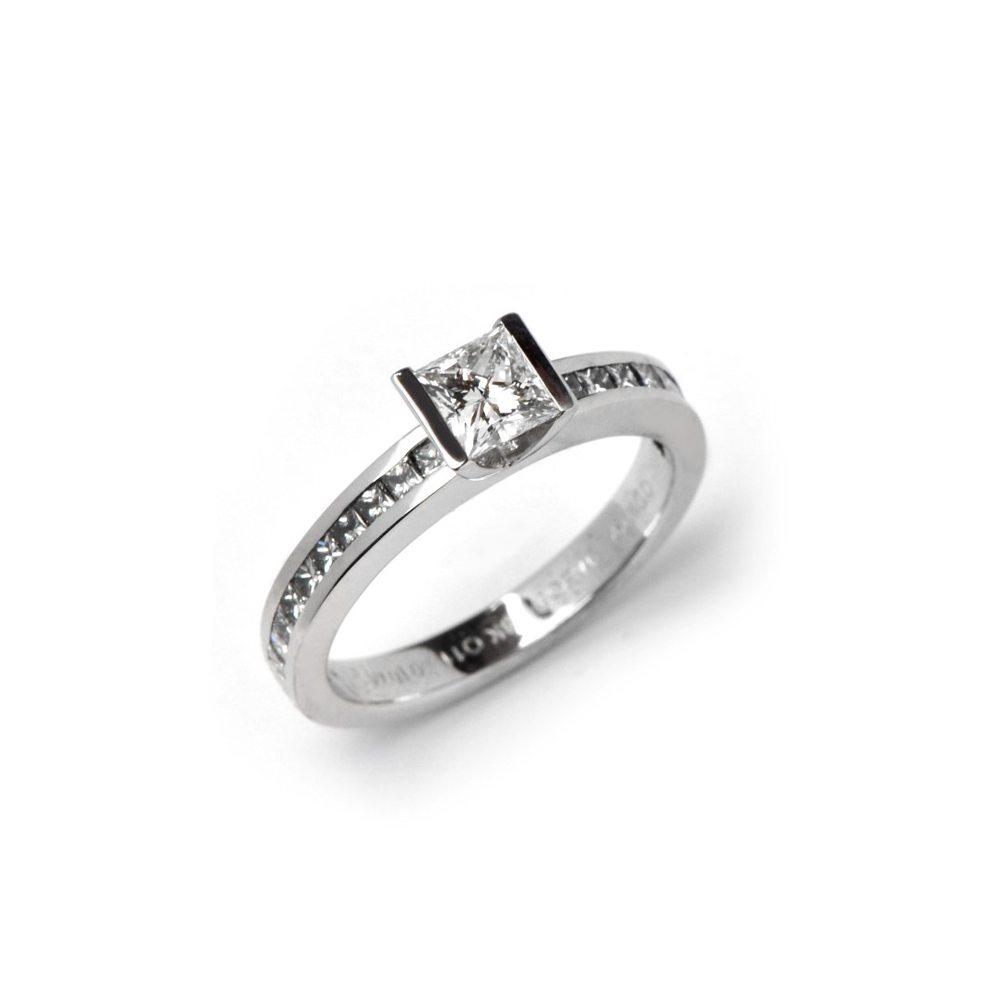 Diamond lika classic ring