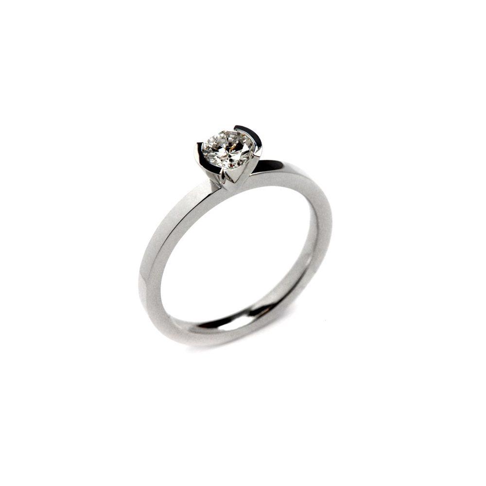 Diamond lika round ring