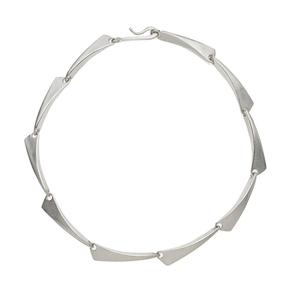 Flow silver neckpiece