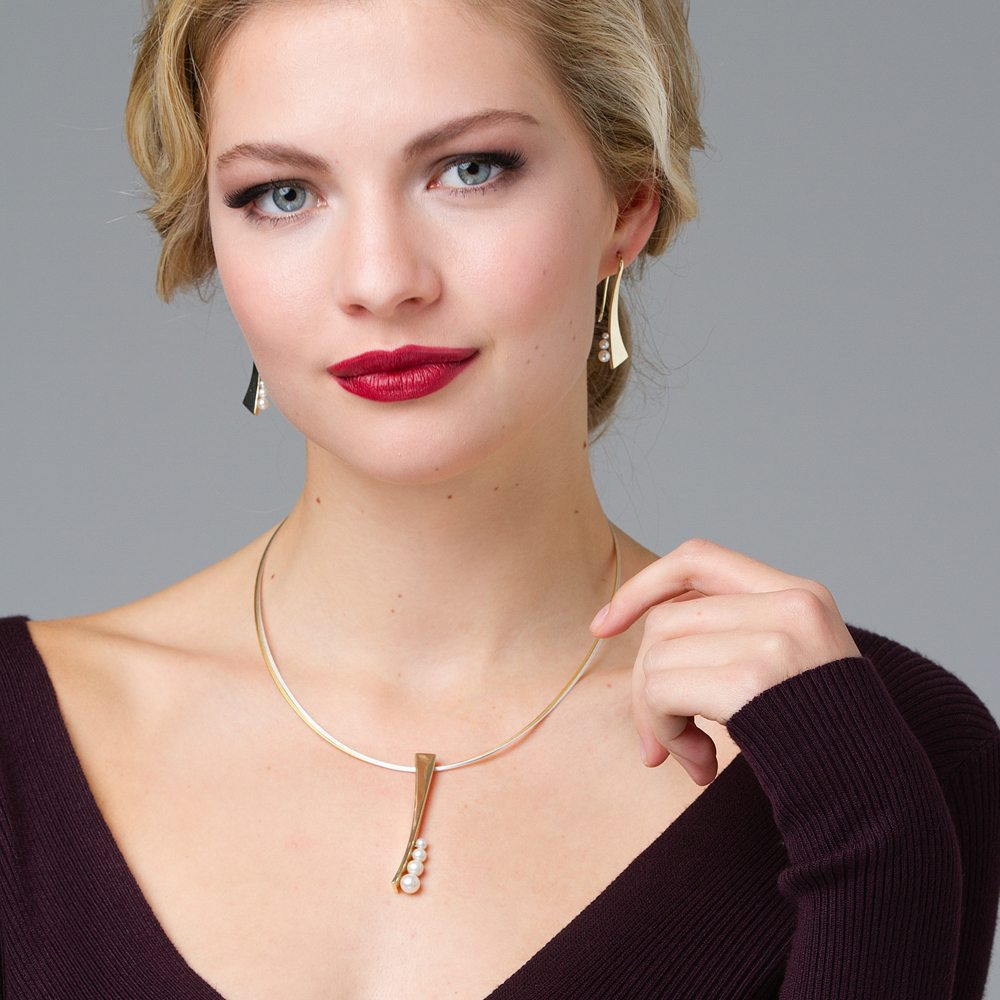 Yellow Gold pearl pendant and earrings