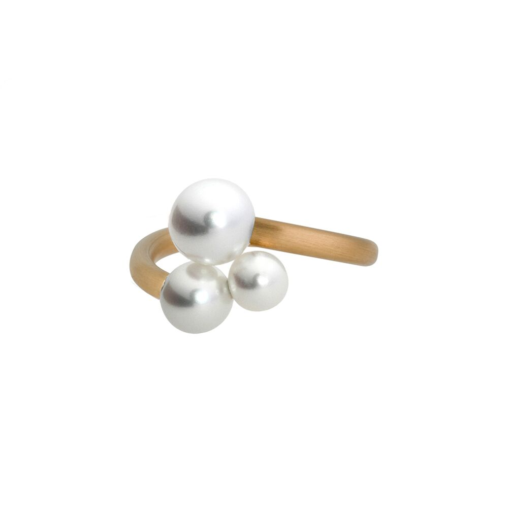 Triplet gold and pearl ring