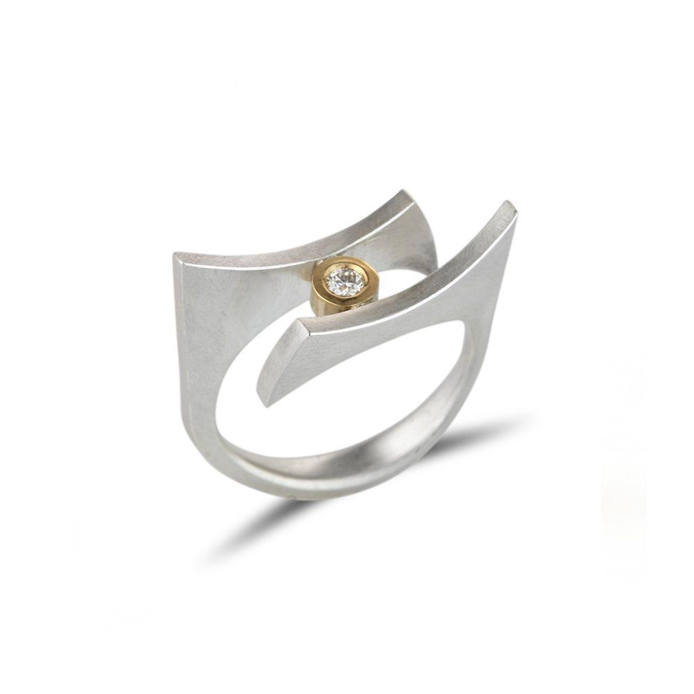 Angular silver quintet ring with diamond