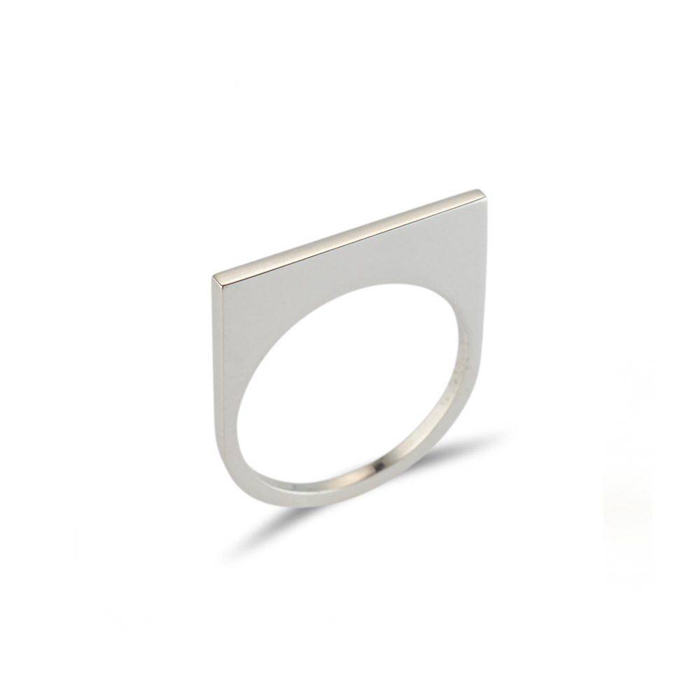 Straight silver quintet ring