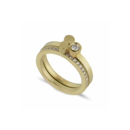 Stepping stones gold ring with diamond band