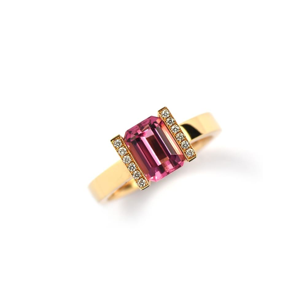 ROSE GOLD MODERN RING WITH EMERALD CUT PINK TOURMALINE AS CENTRE STONE AND ROW OF DIAMONDS SET ON EITHER SIDE